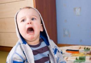 bébé pleurs-ouverture-iStock 000008904333Small